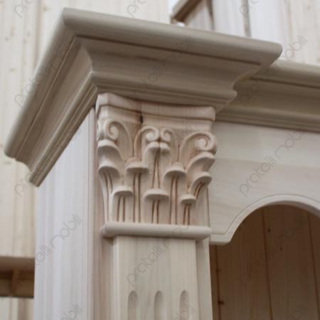 Librerie Grezza con Capitelli Intagliati sulle colonne
