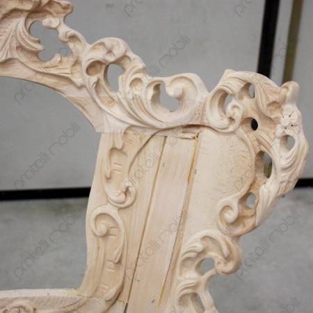 Sedia moderna barocca con lavorazioni intagliate a mano