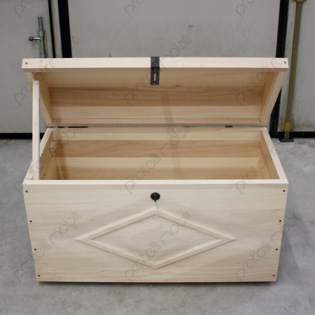 Baule con ribalta aperta e supporto in legno