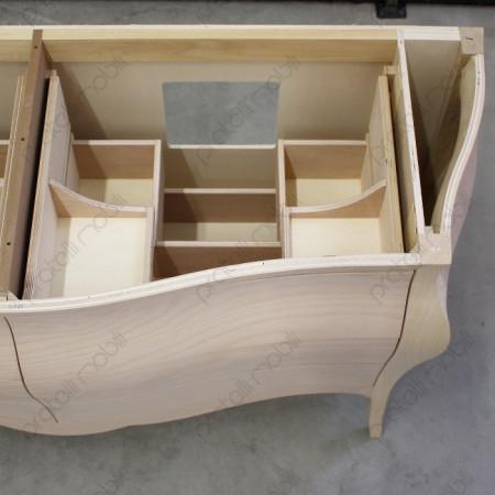 Particolare del mobile da bagno con cassetti ampi e spaziosi