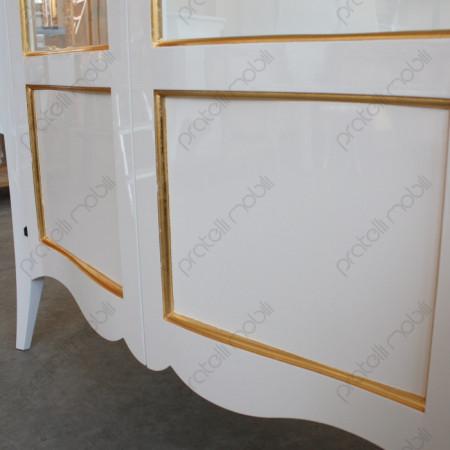 Finitura Bianco Lucido con Decorazione Foglia Oro